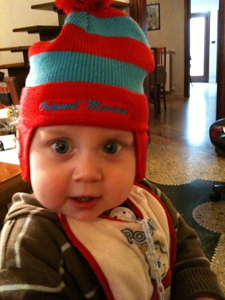 Лео в шапочке