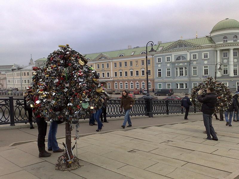 Лужков мост в Москве.
