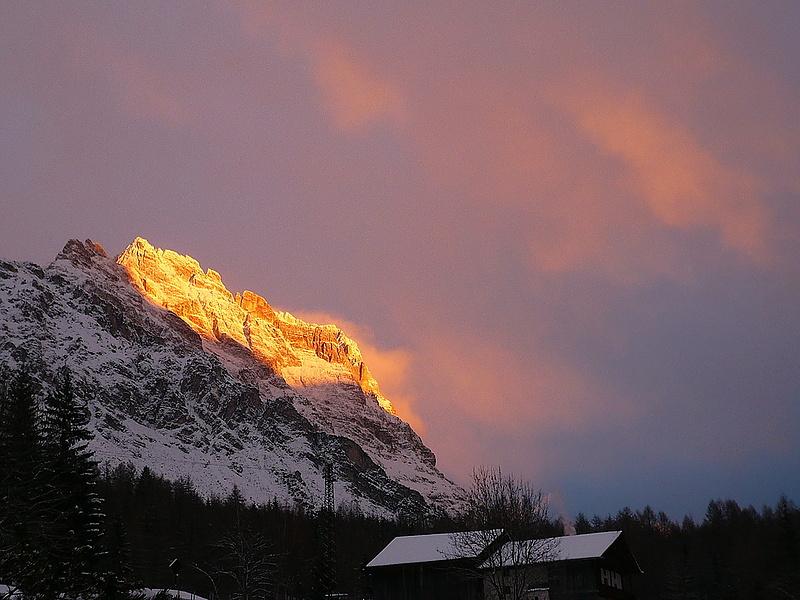 Первый снег и вечерний закат  Cortina