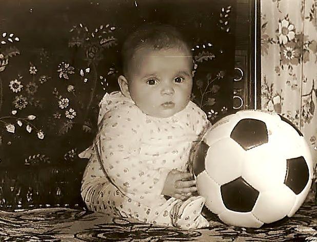 Мальнькая футболистка.