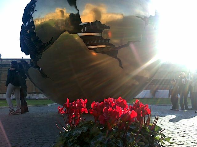 Ватикан, музеи, двор бронзовой шишки