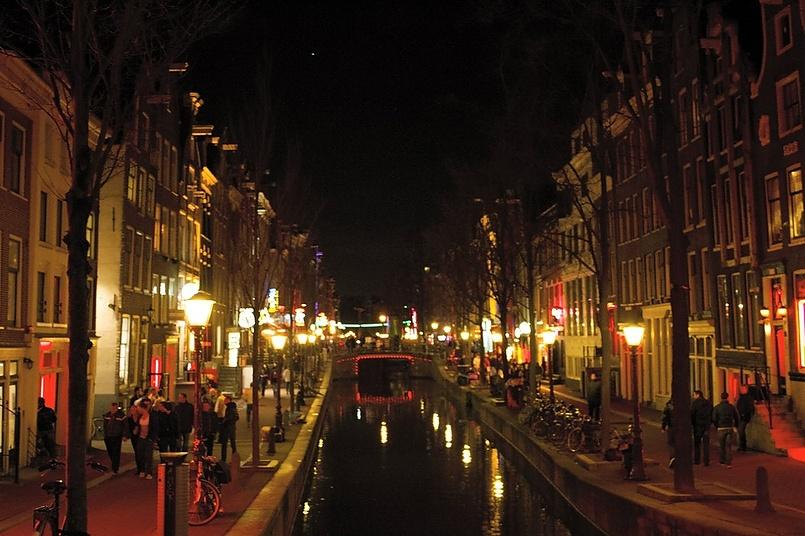 Вечерний Амстердам глазами моего сына.