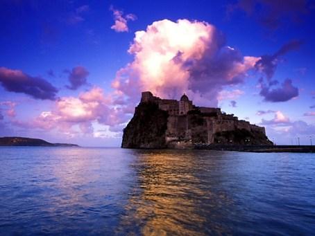 http://italia-ru.com/files/ischiacastelloaragonese.jpg