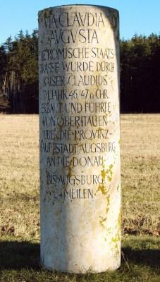 Современная копия мильного столба, найденного неподалёку от Баварии