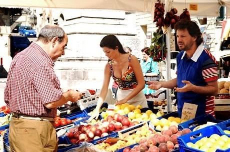 http://italia-ru.com/files/laura-torrisi-con-leonardo-pieraccioni-in-una-moglie-bellissima.jpg