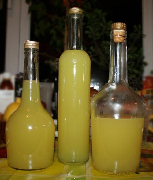 Бутылки с ликером