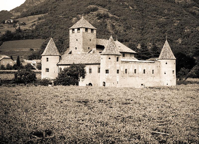 Замок Мареччио. Фото Thinkstock