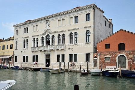 http://www.italia-ru.it/files/museo-del-vetro.jpg