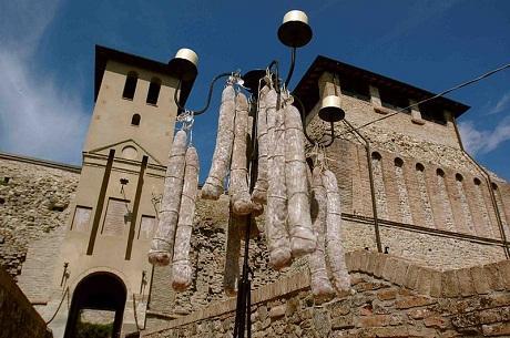 http://italia-ru.com/files/museo_del_salame_felino.jpg