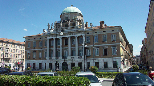 http://italia-ru.com/files/palazzo_carciotti.jpg
