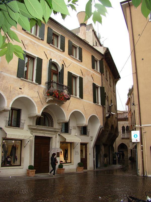 Дома и виллы в Италии - купить недорогой коттедж в Италии