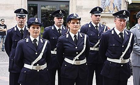 http://italia-ru.com/files/polizia_penitenziaria.jpg