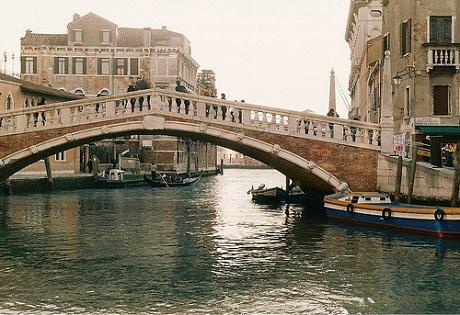 http://italia-ru.com/files/ponte_guglie_cannareggio.jpg