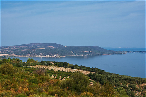 Вид на озеро с холмов Гаргано