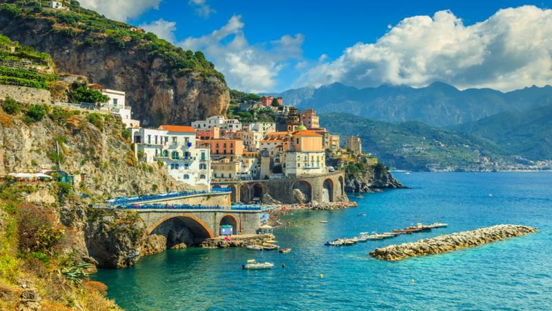 Амальфи - главный город Амальфитанского побережья. Фото taringa.net