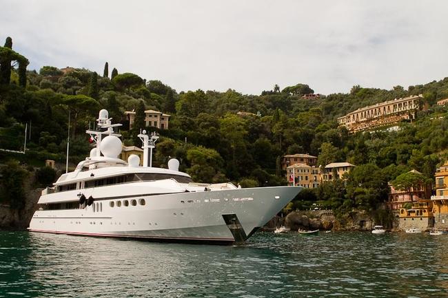 Яхта в порту Портофино