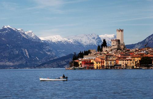 Озеро Гарда является одним из самых больших горных водоемов