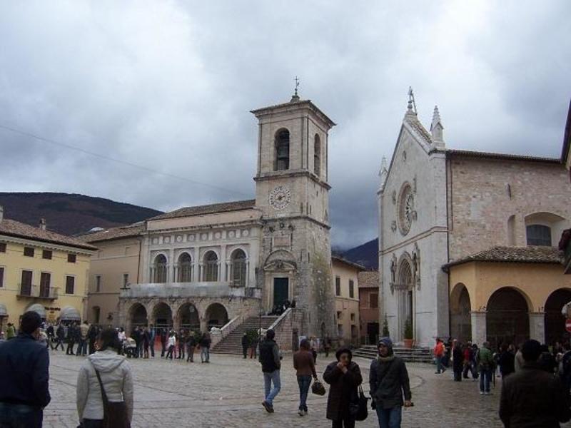 http://www.italia-ru.it/files/piazza.jpg