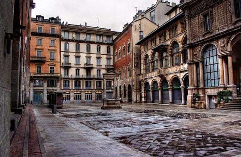 http://italia-ru.com/files/piazza_dei_mercanti.jpg