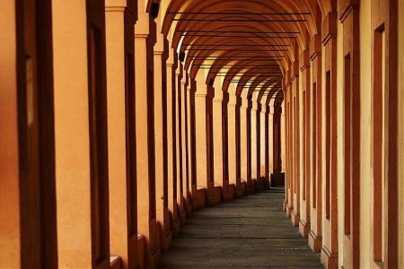 http://italia-ru.com/files/porticisanluca.jpg