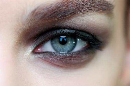 http://italia-ru.com/files/trucco-al-mare-no-agli-ombretti-e-allo-smokey-eyes-800x533.jpg