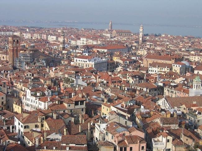 Venice 17 990x742 Венеция с высоты птичьего полета
