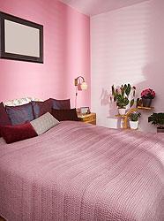 Как правильно обустроить спальню по Фэн-Шуй. 7 главных принципов, кровать, спальня, комната, розовый, pink, инь