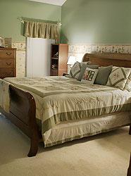 Как правильно обустроить спальню по Фэн-Шуй. 7 главных принципов, кровать, спальня, комната,  зеленый, green, янь, ян