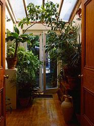 Как правильно обустроить спальню по Фэн-Шуй. 7 главных принципов, дом, дверь, вход, входная дверь, растения