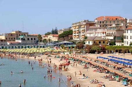 http://italia-ru.com/files/spiaggia-sanremo.jpg