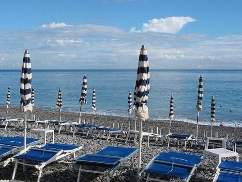 //italia-ru.com/files/spiaggiabordighera.jpg