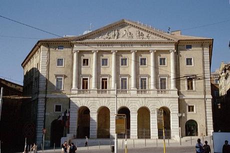 http://italia-ru.com/files/teatro-delle-muse.jpg