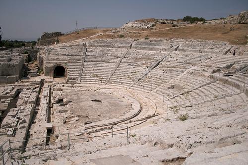http://italia-ru.com/files/teatro_greco.jpg