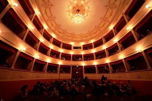 http://italia-ru.com/files/teatroverdi.jpg