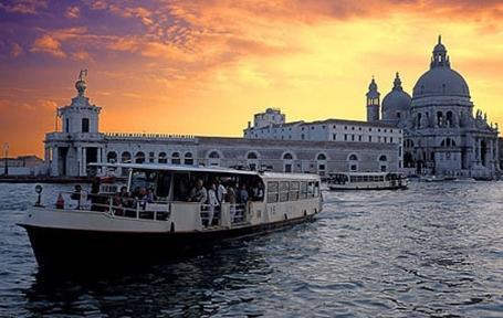 http://italia-ru.com/files/venice-vaporetto-.jpg
