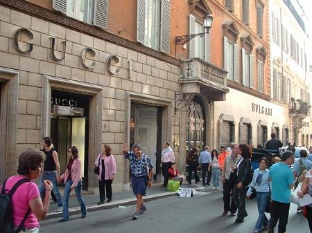 http://italia-ru.com/files/via-condotti.jpg