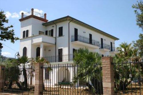 Купить дом италия на берегу моря недорого